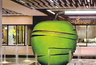 Hotel trend: sleeping in an art gallery