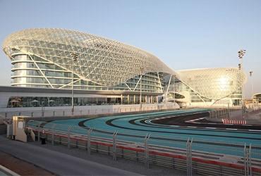 Abu Dhabi Yas Island: hotel on top of a racetrack