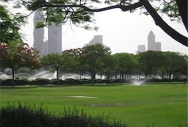 With its unrestrained fantasy and surreal attractions the glitzy-glam Middle East metropolis Dubai is like no other city in the world. If you and your creditcard need a time-out of the exclusive shopping and dining lace up your running shoes for a less expensive intriguing experience. Dubai is a car orientated city and most likely you will have to drive to an area where it's safe to run, but don't let this discourage because running in this ostentatious city is fun!  From May to September it can be very hot in the desert city, so it's best to go out for your run just before or after sunrise. Read these tips to prepare yourself to run safely in the heat and humid.