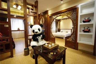Don't believe people that say that all hotel rooms look the same. The Hao Duo Panda Hotel in Emeishan (Sichuan, 200 km southwest of Chengdu) is definitely different. It is the world's first panda themed hotel! The name of the hotel literally means 'lots of pandas'.