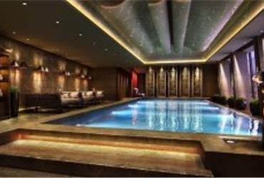 Fancy a swim in the highest swimming pool in Western Europe? Fly to London and book the Shangri-La Shard hotel. To go to the pool, hit the button for the 52nd floor of this new hotel!