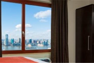 A new 492-room Holiday Inn has just opened on Manhattan, NYC.  The Holiday Inn Manhattan-Financial District hotel is located in the heart of New York City's downtown business center.